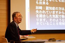 講演を行う加藤武彦先生